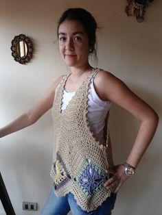 crochet shirt Ideal para acompañar sobre un polo o blusa. Tejido con algodón orgánico, suave y fresco.