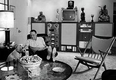 "'Ol blue eyes, Francis Albert ""Frank"" Sinatra relaxing in an iconic Eames lounge chair. Serge Gainsbourg, Palm Springs Houses, Audio Room, Lounge, Spring Home, Big Dogs, The Life, Old Hollywood, Hollywood Homes"