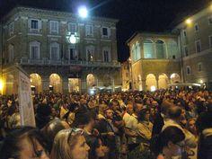 La folla che ha seguito gli eventi della Notte dell'opera del 31 luglio scorso.