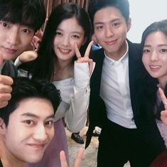 Park Bo Gum, Kim Yoo Jung, Kwak Dong Yeon, & the rest of the cast take a selfie! See them together in 'Moonlight Drawn By Clouds' Asian Actors, Korean Actors, Korean Dramas, Love In The Moonlight Kdrama, Kim Yoo Jung Park Bo Gum, Hi School Love On, Kim You Jung, Kwak Dong Yeon, K Drama
