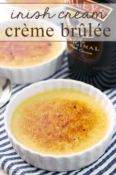Crème Brûlée gets an update with the addition of Irish Cream! This Irish Cream Crème Brûlée is a stunning but simple dessert, and it& the perfect way to end your meal! Irish Desserts, Irish Recipes, Easy Desserts, Dessert Recipes, Irish Meals, Baileys Recipes, Asian Desserts, Dessert Simple, Recipes Using Egg Yolks