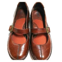 Mary Jane Born Women's brown Born Mary Janes. Brown full grain leather.  Metal buckle. Comfortable cushion insole. The size on the inside reads US 7.5/ EU 38.5. Soles are in excellent condition. Very little wear. Born Shoes Mules & Clogs