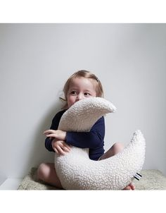 #maan #kussen #kraamcadeau | Bisou de Lou Kids Branding, Kids Store, Little Sisters, Bean Bag Chair, Baby Kids, Moon, The Moon, Beanbag Chair, Kids Shop