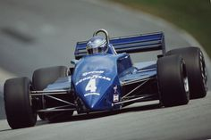 brian-henton-of-great-britain-drives-the-team-tyrrell-tyrrell-011-picture-id501369953 (594×396)