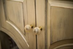 creamy finish with grey undertones play up the chic factor to the #anthropologie knobs