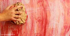 ¿Has vistolas tande moda las paredes desgastadas? Efecto vintage, industrial… o como las quieras llamar,esta pared efecto envejecidoes muy fácil de conseguir siguiendo unos sencillos pasos. Hay varios métodos para conseguirlo, pero uno de los más fáciles y económicos es desgastar las paredes usando papel. VÍDEO:PARED EFECTO ENVEJECIDO USADO PAPEL Usa papel de periódico, revistas o papel de embalar. En realidad cualquier tipo de papel sirve para envejecer paredes. Mira todos los pasos en…