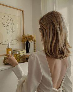 "NASTIA GLAZUNOVA on Instagram: ""Люблю открывать для себя новые бренды и делиться впечатлениями #misvemir_beauty  Недавно нашла для себя средства бренда органической…"" Classy Aesthetic, Aesthetic Hair, Brown Blonde Hair, Short Blonde, Minimalistic Style, Caramel Hair, Accesorios Casual, Grunge Hair, Pretty Hairstyles"