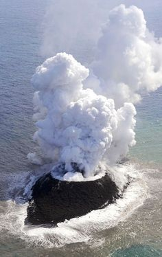 A new island being born in Nishinoshima, Japan
