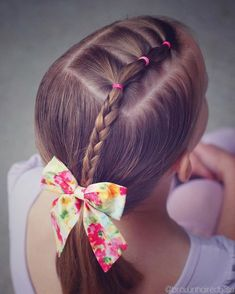"""1,209 curtidas, 13 comentários - ANGIE SMITH • HAIR TUTORIALS (@brownhairedbliss) no Instagram: """"Simple toddler style on little sis for dance today! Elastics into a braid then a side ponytail. """""""