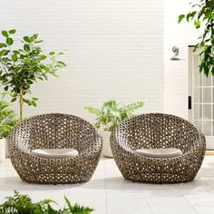 Turn Your Backyard Into the Perfect Getaway (Outdoor Furniture Round-Up) Balcony Furniture, Outdoor Garden Furniture, Outdoor Sofa, Modern Outdoor Chairs, Outdoor Spaces, Furniture Ideas, Outdoor Living, Round Swivel Chair, Pool Chairs