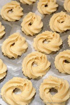 Her er opskriften på verdens bedste vaniljekranse - Nelly Easy Cookie Recipes, Sweet Recipes, Cake Recipes, Dessert Recipes, Christmas Baking, Christmas Treats, Danish Christmas, Mrs Fields Cookies, Danish Butter Cookies