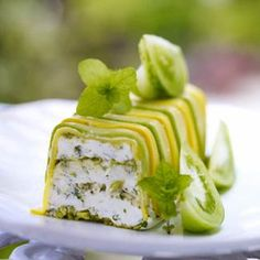 Terrine recipe of fresh goat cheese with pistachios Cold Appetizers, Appetizer Recipes, Vegetarian Recipes, Cooking Recipes, Food Porn, Good Food, Yummy Food, Cheese Recipes, Cooking Time