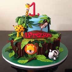 Torta Selva, todos los animales son en pastillaje 100% Comestibles…