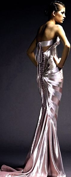 wow. Not usually a fan of metallic fabrics,but this is stunning. Versace