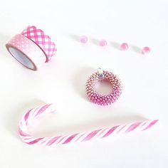 WEBSTA: Buondì a tutti e buon venerdì!!! Stamattina devo concentrarmi sulle ultime partenze della settimana e come sempre non mancano i pendenti cerchietto ormai tra i vostri preferiti in assoluto  ...a tal proposito mi ero dimenticata di dirvi che ho caricato nell' #etsy Shop un nuovo cerchietto con dei colori strabelli che non avevo mai abbinato assieme sinora: rosa quarzo e hot pink! Dedicato a tutte le #pinklover  -  - Goodmorning my friends and happy Friday! I want you know that a new…