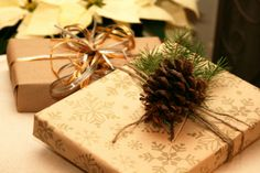 Love this Christmas gift wrapping look—pinecones & greenery—some of my favorite things❣