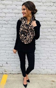 winter outfits scarf Outfit winter Teacher Fall Fashion All Black Outfit with Leopard Scarf Lehrer Herbstmode All Black Outfit mit Leopard Schal All Black Outfits For Women, Fall Outfits For Work, Casual Work Outfits, Black Women Fashion, Fall Fashion Outfits, Mode Outfits, Fall Winter Outfits, Work Fashion, Autumn Fashion