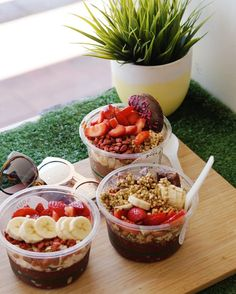 "adventuring-vegan: ""Sun, acai & my fav gals  (at SOUL PRESS) """