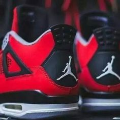 Air Jordan 4 Retro - Fire Red/Cement Grey