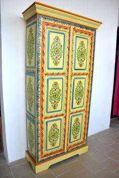 buffet rouge embossed 3 portes meuble indien et d coration int rieure indienne du rajasthan. Black Bedroom Furniture Sets. Home Design Ideas