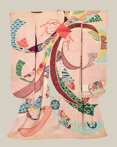 """Tabane-Noshi Furisode - Meiji The prominent motif on this furisode is that of the Tabane-Noshi: """"noshi"""" originally means narrow strips of dried abalone bundled together in the middle, and was the ritual offering to God in Japanese Shinto religion. Japanese Textiles, Japanese Patterns, Japanese Design, Japanese Art, Furisode Kimono, Kimono Fabric, Yukata, Traditional Kimono, Traditional Fashion"""