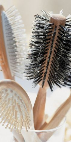 Can the wrong brush be responsible for your bad hair day? Best Love Novels, Types Of Hair Brushes, Best Hair Brush, Wet Hair, Bad Hair Day, Hair Type, Your Hair, Curly Hair Styles, Cool Hairstyles