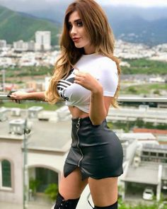 Sexy Outfits, Cute Outfits, Sexy Women, Black Leather Skirts, Beautiful Redhead, Ideias Fashion, Fitness Models, Mini Skirts, Cosplay