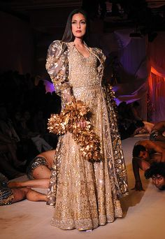 Abu Jani & Sandeep Khosla inspirent une mariée indienne incandescente