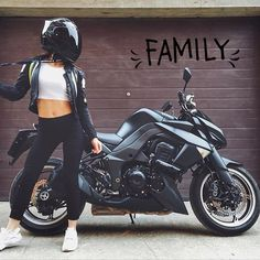 New bike helmet women motorcycles biker girl ideas Badass Motorcycle Helmets, Cool Bike Helmets, Motorbike Girl, Motorcycle Design, Women Motorcycle, Motorcycle Outfit, Lady Biker, Biker Girl, Helmet Store