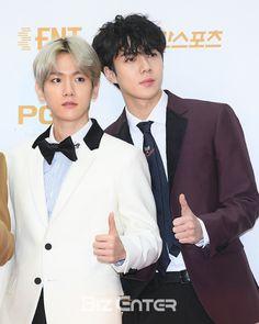 Baekhyun, Sehun - 180111 32nd Golden Disk Awards, red carpet  Credit: Biz Enter. (제32회 골든디스크 어워즈)