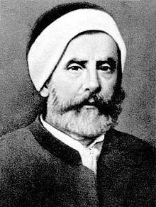 """Hoca Hasan Tahsin (d. 7 Nisan 1811 Yanya – ö. 3 Temmuz 1881), son dönem Osmanlı bilgini ve düşünürü.  Osmanlı Devleti'nde batılı anlamda ilk üniversite olarak kurulacak Darülfünun'da görev almak için bursla Paris'e gönderilen iki kişiden biridir (diğeri Selim Sabit Efendi). Özellikle Modern astronominin tanınmasında büyük emek sarf etti ve bu alanda halkın da anlayacağı türde çesitli eserler kaleme aldı. 1870'de kurulan Darülfünun'un ilk """"rektörü"""" oldu. Ancak bir sene sonra görevden alındı…"""