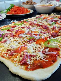 Pizzabullar- Mjuka och goda - Zeinas Kitchen Zeina, Halloumi, Hawaiian Pizza, Vegetable Pizza, Bread Recipes, Bacon, Sandwiches, Food And Drink, Health Fitness