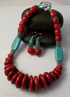 Red Coral, Turquoise, and Sterling Silver Necklace.great color combo by lilia - List of the most beautiful jewelry Diy Jewelry Necklace, Coral Jewelry, Necklace Designs, Wire Jewelry, Boho Jewelry, Jewelry Crafts, Gemstone Jewelry, Beaded Jewelry, Silver Jewelry