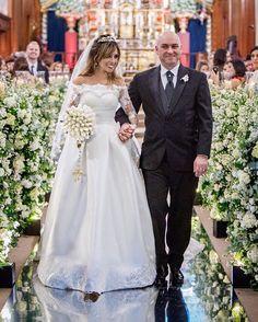 7 meses se passsaram !! Como voa !! 7 meses da noite mais feliz, acertada e especial da minha vida !! 7 meses de muito companheirismo, aprendizado, parceria e principalmente muito, mas muito amô♡. Feliz Bodas de Purpurina🌟! Feliz dia 14, feliz nosso dia ! Te amo marido♡!! #bodas #bodasdepurpurina #wedding #casamento #noiva #dreamdress #gown #bride #casamentovanedu  #casamentodossonhos