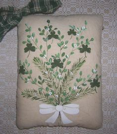 Primitive St Patrick's Day SHAMROCK Bouquet Pillow Tuck Wall Hanging Painted