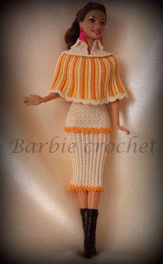 Abito e mantella all'uncinetto di Barbiecrochet su Etsy, €15.00