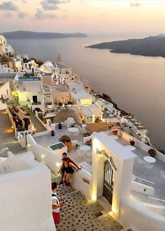 What are the Best Hotels in Santorini? What To Do while on the island? How to get to Santorini? Vacation Places, Dream Vacations, Vacation Spots, Greek Islands To Visit, Best Greek Islands, Greece Photography, Travel Photography, Photos Voyages, Beautiful Places To Travel