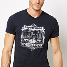 ¿Te gustan las camisetas-aniversario? Pues nosotros tenemos una. Ésta [https://www.redbubble.com/people/tudi/works/26955908-septiembre-1970] es para quien haya nacido en Septiembre de 1970, pero podemos personalizarla para cualquier mes y año. Escríbenos a tuditees@gmail.com y te la preparamos.