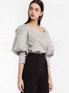 Shop Vintage Square Sleeve Plaid Puff Sleeve Blouse at EZPOPSY. Blouse Styles, Blouse Designs, Sleeve Designs, Hijab Fashion, Fashion Dresses, Designs For Dresses, Blouse Outfit, Blouse Vintage, Shirts & Tops