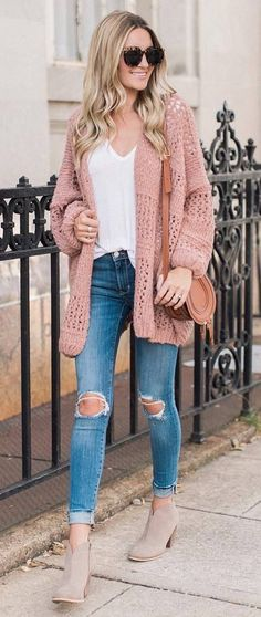 45d65aecbc how to wear a knit cardigan   bag + white top + skinny jeans + boots