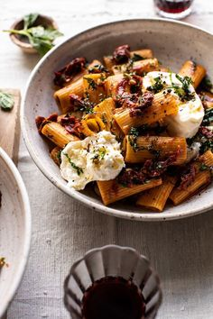 Quick Pantry Pasta with Sun-Dried Tomatoes and Burrata. - Quick Pantry Pasta with Sun-Dried Tomatoes and Burrata Best Pasta Recipes, Vegetarian Recipes, Cooking Recipes, Healthy Recipes, Dinner Recipes, Pizza Recipes, Half Baked Harvest, Fresh Pasta, Dried Tomatoes