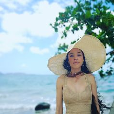 A straw hat for the beach is timeless! For more fashion ideas, follow our instagram @violainefrederique ! Love Hat, Fashion Ideas, Hats, Beach, Instagram, Hat