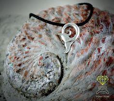Whale Tail Pendant,Handcrafted in Sterling Silver de Dcastjoyas en Etsy