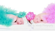 Beautiful twins photography + tips for your first outing with a newborn.