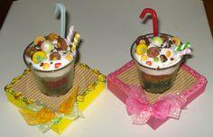 Bicchierini di vetro con dolcetti in fimo.