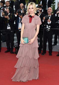 Cannes 2015 - Sienna Miller in Gucci - Day 11 (montée des marches Macbeth)