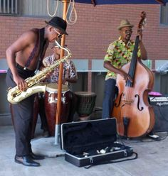 Buskers at the Neighbourgoods Market in Johannesburg, Gauteng. South African musicians. Image courtesy of Derek Smith via Flickr.