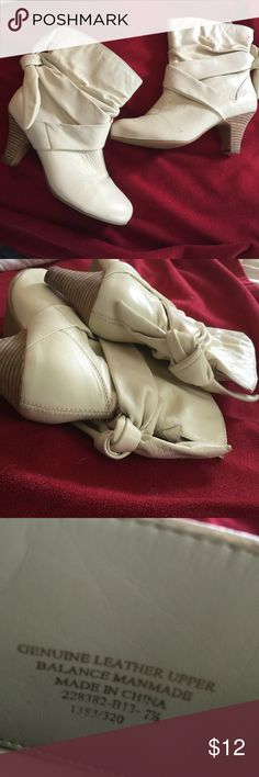 New Colin Stuart Cream Leather Booties 7.5 Genuine leather heeled booties, have never been worn except in the house but some damage from moving and storage. Priced accordingly NO TRADESNO PAYPAL All purchases shipped next business day. Colin Stuart Shoes Ankle Boots & Booties