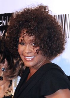 Whitney Houstons curly hairstyle