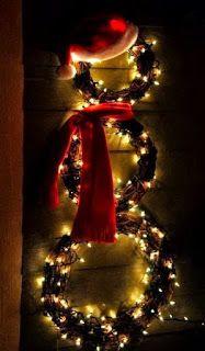 Puerta . 8 formas de decorar con luces en esta Navidad #abiqui #Elsalvador #DYL #Designyourlife